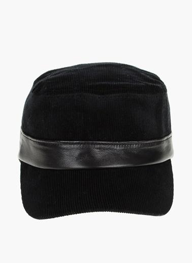 Que Şapka Siyah